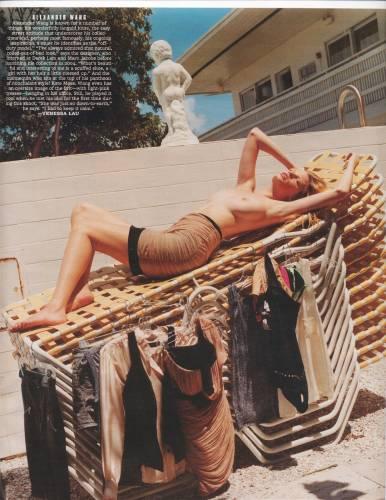 Топ модели показали пляжную эротику в летнем лагере. ФОТО.